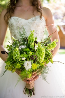 bouquet-sposa-in-tonalita-pantone-greenery