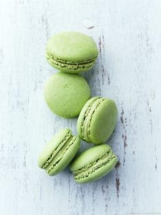 macaron-al-pistacchio-in-perfetto-color-greenery