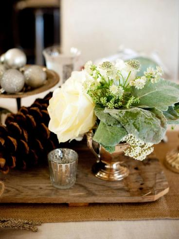 ci-she-n-he-photography_holiday-wedding-floral-centerpiece-1_s3x4-jpg-rend-hgtvcom-966-1288