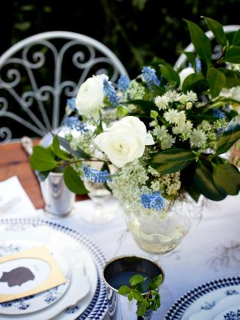 ci-she-n-he-photography_southern-wedding-floral-centerpiece-1_s3x4-jpg-rend-hgtvcom-966-1288
