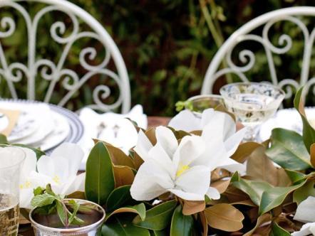 ci-she-n-he-photography_southern_wedding-magnolia-centerpiece-horiz_s4x3-jpg-rend-hgtvcom-966-725
