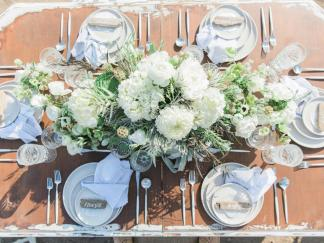 ci_katie-kalafat_seaside-wedding-tablescape-jpg-rend-hgtvcom-966-725