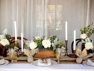 ci_she-n-he-photography_rustic-wedding-tablescape_h-jpg-rend-hgtvcom-966-725