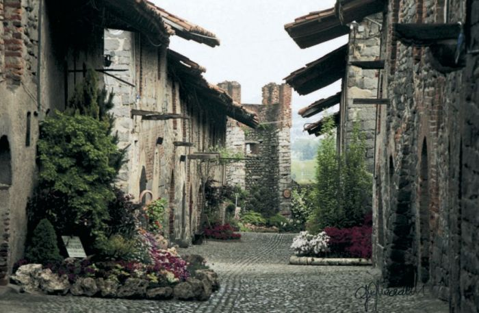 Piemonte-Ricetto-di-Candelo-caratteristiche-cie-del-borgo